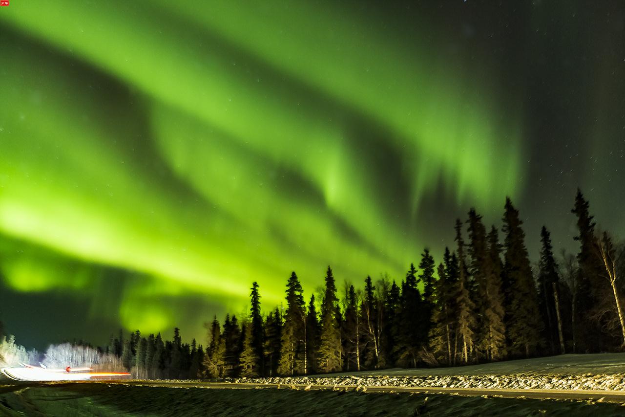 Aurora with the car headlight.jpg